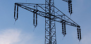 Photo of high tension wires by Arnoldius/Wikimedia Commons.