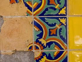 It's pretty easy to repair a broken tile. (Photo: Scott Snyder/sxc.hu)