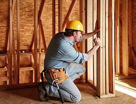 Photo of contractor by a/kurtz/istockphoto.com.