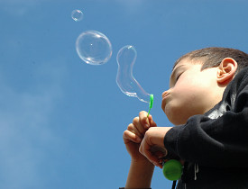 Dish soap makes an excellent bubble blowing solution. (Photo: Jayson Kingsbeer/sxc.hu)