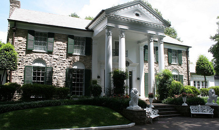 Graceland photographed by theogeo/Flickr