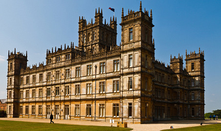 Highclere Castle (Downton Abbey) photographed by Richard Munckton/Flickr