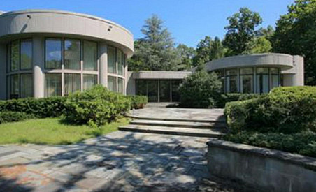 On the market: Whitney Houstons high-end Jersey crib.
