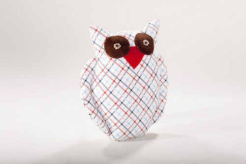 Owl pillow photo by boujandnouna/Flickr Creative Commons.