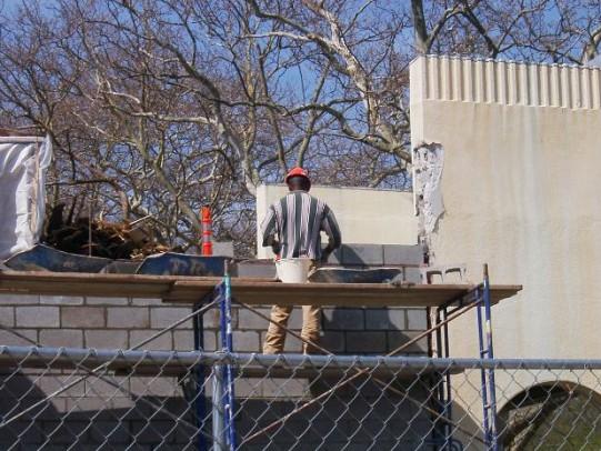 Photo of a builder by DuBoix/Morguefile.com.
